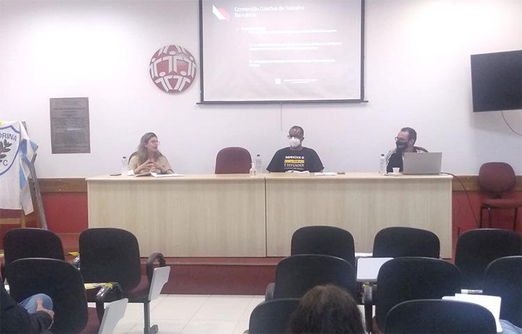 O curso está sendo ministrado pela advogada Roberta Baracat de Grande, pelo secretário de Formação, Laurito Porto de Lira Filho, e pelo secretário de Assuntos Jurídicos do Sindicato, Leonardo Rentz