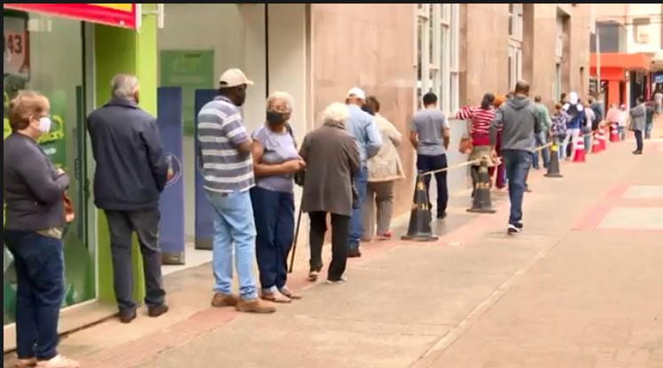 População de Londrina aciona Procon contra demora nas filas dos bancos