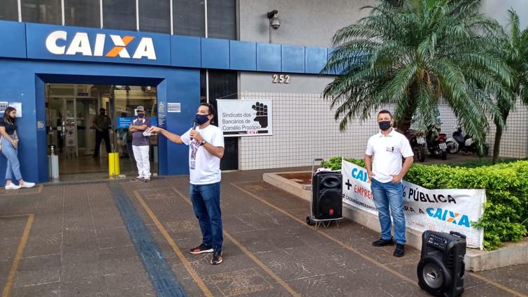 O presidente do Sindicato de Cornélio Procópio, Ivaí Lopes Barroso, denunciou a postura da direção da Caixa diante dos empregados e do papel social do banco