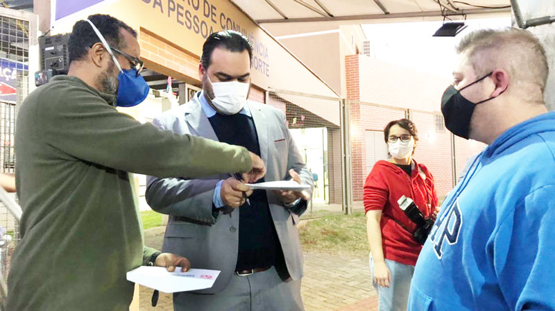 O diretor Laurito Porto de Lira Filho e o presidente do Sindicato, Felipe Pacheco, entregaram o ofício ao secretário de Saúde, Felippe Machado