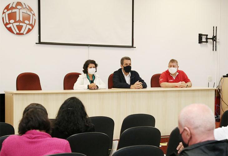 Deputado Enio Verri fala do desmonte das empresas públicas no Sindicato de Londrina