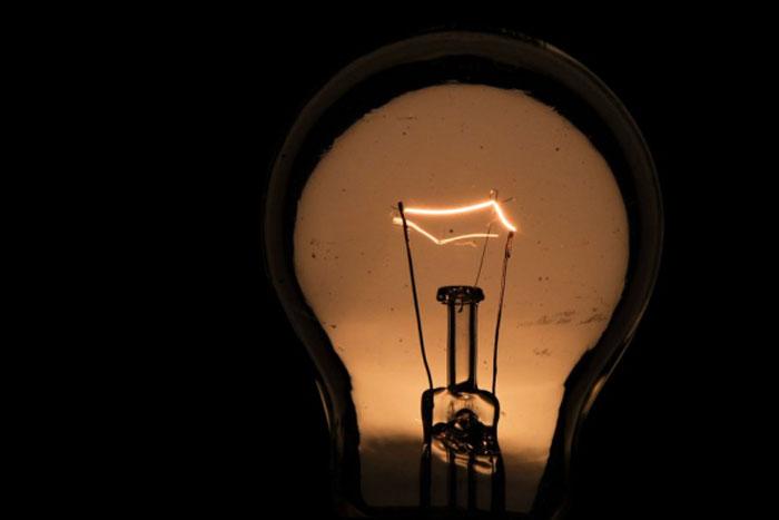 Má gestão do governo federal pode provocar racionamento e tarifaço nas contas de luz