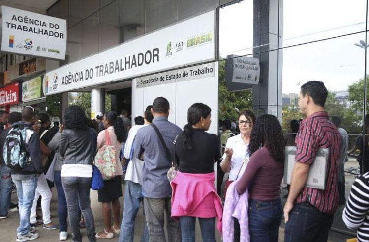 Desemprego bate recorde, sobe para 14,7% e atinge 14,8 milhões de trabalhadores