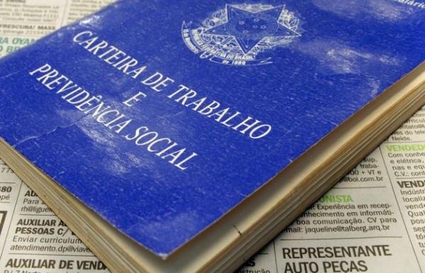 Taxa de desemprego ampliado no Brasil é de 21,2%, quase o dobro do índice oficial