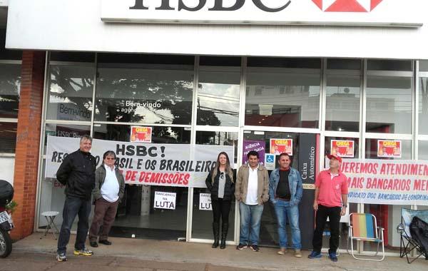 Com faixas estampadas na fachada, o Sindicato denunciou a falta de respeito do HSBC com trabalhadores brasileiros