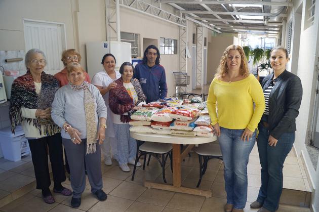 Os alimentos arrecadados através da VI Copa Bancários foram entregues ontem (2/05) ao Lar das Vovozinhas Gilda Marconi