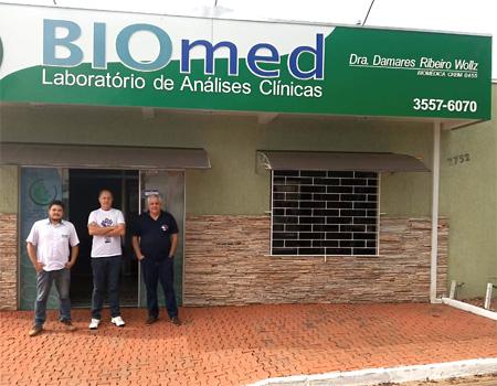 Carlos Roberto de Freitas (dir.), com Heber Remigio, da direção do Sindicato de Arapoti, conseguiram firmar o convênio com o Biomed