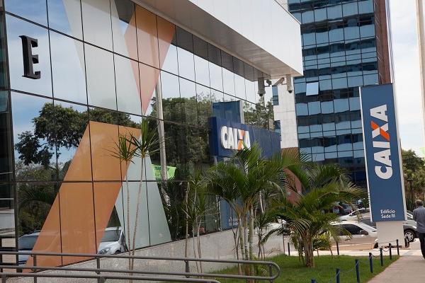 Senador critica intenção do governo Temer de abrir capital da Caixa