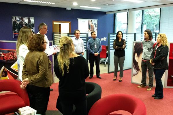 O Sindicato de Londrina distribuiu o jornal Análise durante reunião com funcionários do HSBC