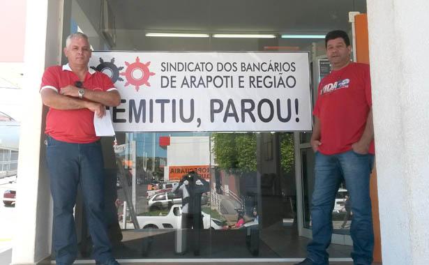 """Carlos Roberto de Freitas e José Ubiraci de Oliveira, na Operação """"Demitiu, Parou"""" no Itaú em Siqueira Campos"""