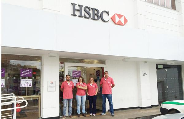 A presidenta do Sindicato de Londrina, Regiane Portieri, acompanha a paralisação na agência Centro do HSBC
