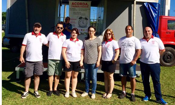 Diretoras e diretores do Sindicato de Londrina durante o Ato Público
