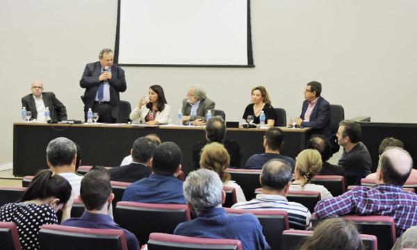 O desembargador, Davi Furtado e a promotora Ana Cláudia Monteiro falaram sobre o impacto da reforma trabalhista na organização da Classe Trabalhadora
