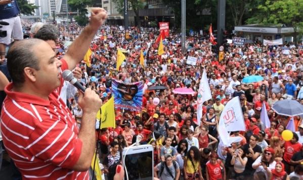 """Vagner Freitas: """"Temer não tem nenhuma política de geração de emprego e renda, pelo contrário, o governo transformou emprego com carteira assinada em bico"""""""