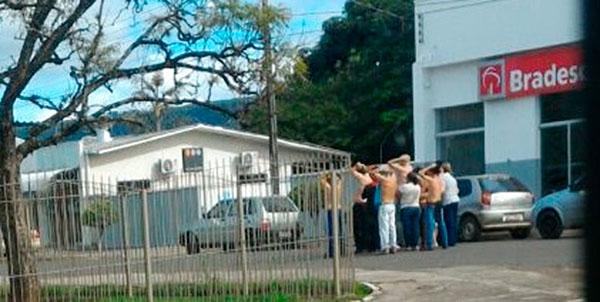 Clientes, bancários e populares foram colocados como escudo para a quadrilha agir em Rosário do Ivaí