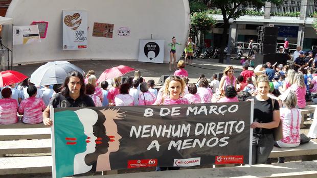 O Sindicato de Londrina participou da organização da 25ª Semana da Mulher, juntamente com diversas outras entidades