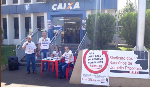 Durante a atividade, dirigentes do Sindicato recolheram assinaturas da população no Projeto de Iniciativa Popular que pede anulação da reforma trabalhista