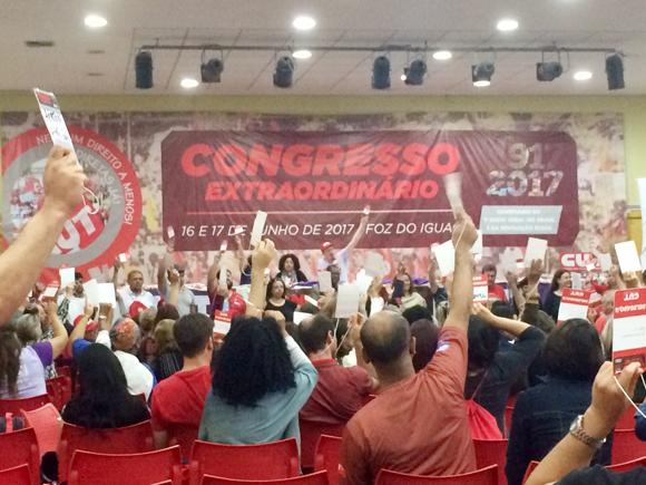 Mais de 400 pessoas definiram as ações e estratégias da CUT Paraná no Congresso Extraordinário