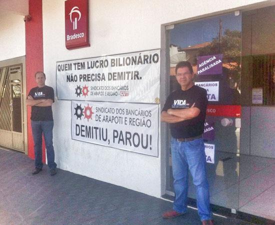 Diretores do Sindicato de Arapoti protestam contra a rotatividade no Bradesco em Wenceslau Braz