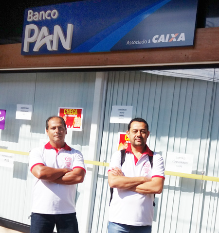 Diretores do Sindicato protestam contra demissão na agência do Banco Pan em Londrina