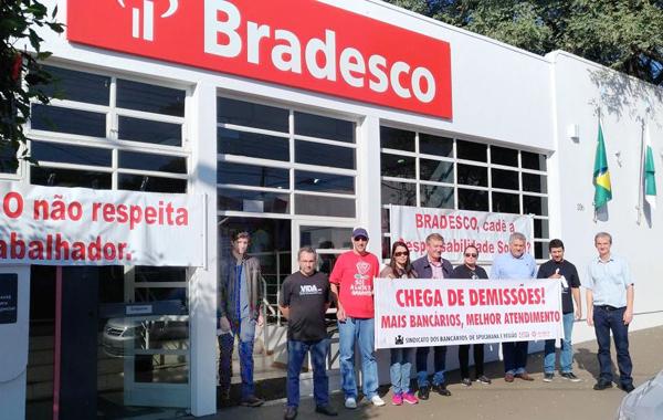 Protesto do Sindicato de Apucarana no Bradesco em Faxinal foi motivado pela demissão do gerente