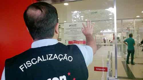 Entre 2017 e 2018 duas agências do Santander em Londrina foram lacradas pelo Procon devido à precariedade no atendimento - Foto: Bonde