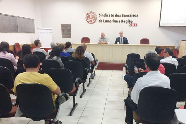 Wanderley Crivellari, secretário de Assuntos Jurídicos do Sindicato de Londrina, e o advogado Luiz Barbieri Bedendo, esclareceram as dúvidas dos funcionários do Bradesco