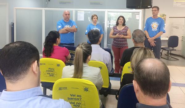 A secretária Geral do Sindicato de Londrina falou aos funcionários sobre a reestruturação e repassou informes sobre a Cassi