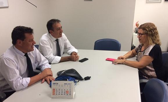 Regiane Portieri, presidenta do Sindicato de Londrina, na reunião com a Superintendência da Caixa