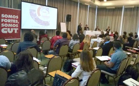 A reunião organizada pela CUT teve participação de advogados, juízes do trabalho e sindicalistas - Foto: Luiz Carvalho/CUT