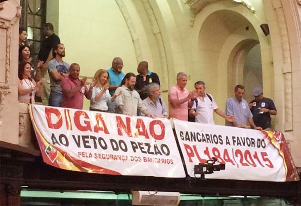 Bancários do Rio de Janeiro acompanharam a derrubada do veto do governador Pezão ao projeto de lei que traz mais segurança para a categoria