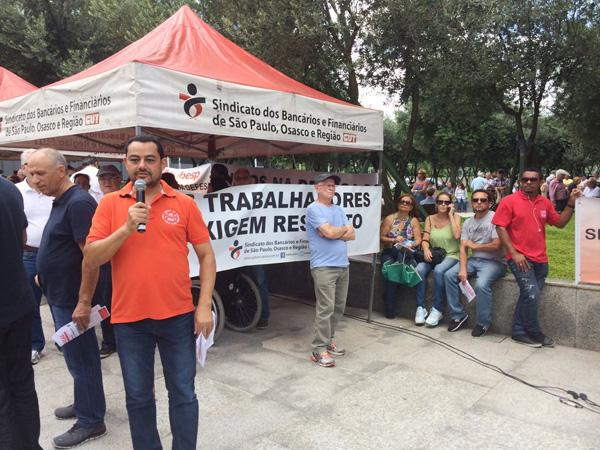 Acácio dos Santos, diretor do Sindicato de Londrina, afirma que só com uma forte mobilização será possível conter a retirada de direitos conquistados pelos banespianos