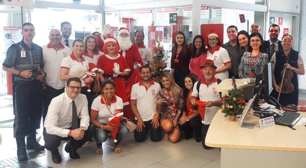Caravana do Papai Noel leva mensagens de Boas Festas para a categoria
