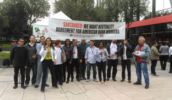 Protestos em todo o mundo defendem liberdade sindical de colegas dos EUA