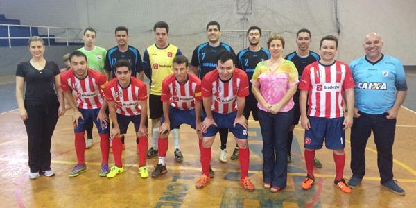 A presidenta do Sindicato de Londrina, Regiane Portieri, e os diretores Kelly Menegon e Wanderley Crivellari prestigiaram a segunda rodada do Torneio de Futsal