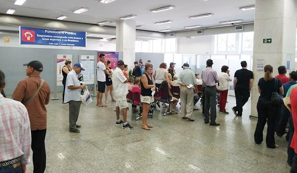 Sindicatos constataram que em algumas agências a espera pelo atendimento demora até quatro horas