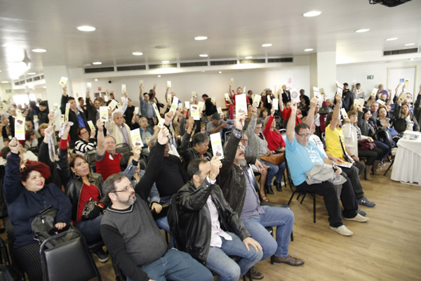 Em dois dias de discussões, o 34º Conecef definiu estratégias em defesa da Caixa 100% pública e dos direitos dos empregados