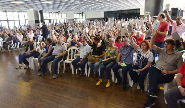 Participantes do Banesprev não aceitam mudança no Estatuto que acaba com os poderes da Assembleia Geral, como quer o Santander - Foto: Jailton Garcia