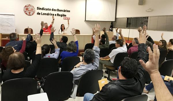 Bancários e bancárias que participaram da Assembleia de Londrina aprovaram  Minuta de Reivindicações da Campanha deste ano