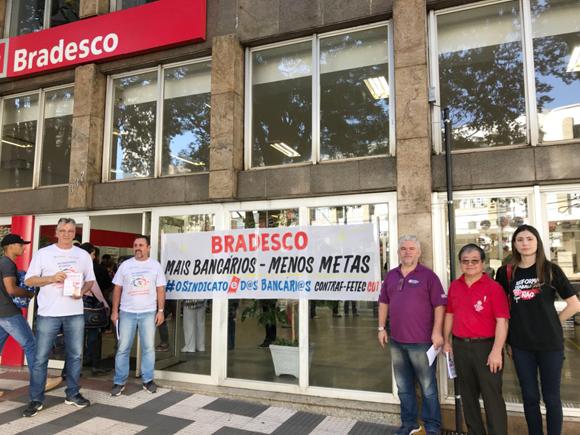 """O """"bom dia"""" do Sindicato de Londrina aos clientes do Bradesco foi dado na agência Willie Davids"""