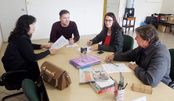 Zoraide Sanches (à dir.), diretora do Sindicato de Apucarana, coordenou a reunião da CCV da Caixa