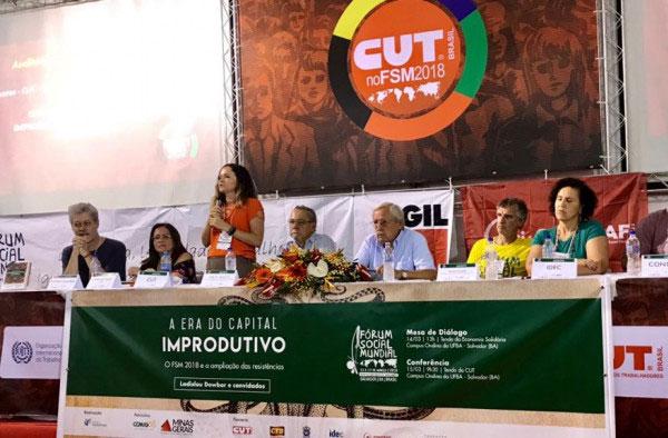 Durante o painel foram levantadas informações sobre a política de concentração de renda e a falta de investimentos dos bancos no desenvolvimento do País