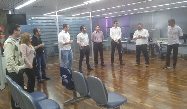 Felipe de Albuquerque Pacheco, presidente do Sindicato de Londrina, e Valdecir Cenali, secretário de Administração, na reunião com a agência Centro da Caixa