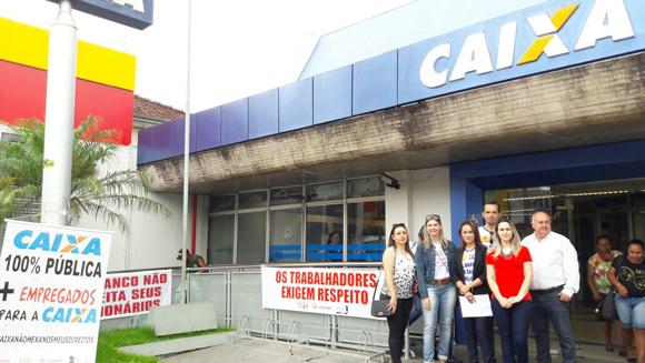 Dirigentes do Sindicato e empregados da Caixa protestaram contra o desmonte
