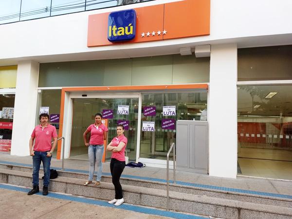 Sindicato de Londrina realizou atividades em três agências do Itaú no dia de mobilização nacional dos funcionários