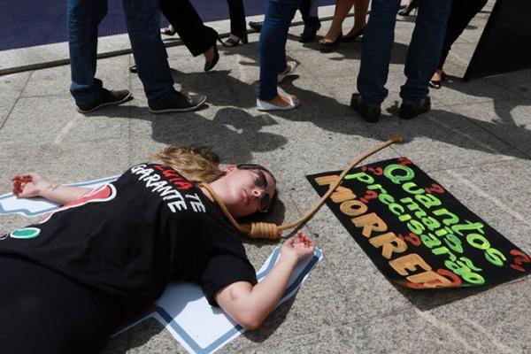 Manifestação na matriz cobra política de saúde para empregados