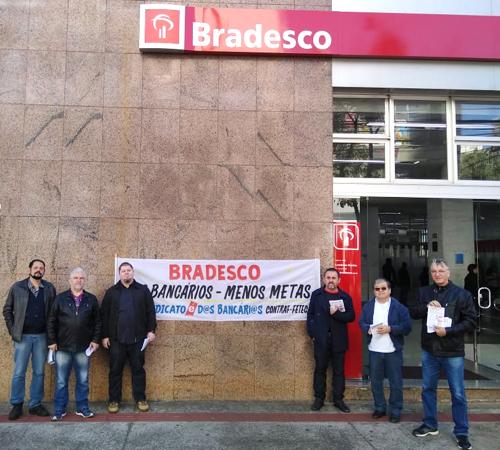 """O prédio central do Bradesco recebeu nesta terça-feira (10/07) o """"bom dia"""" dos diretores do Sindicato"""