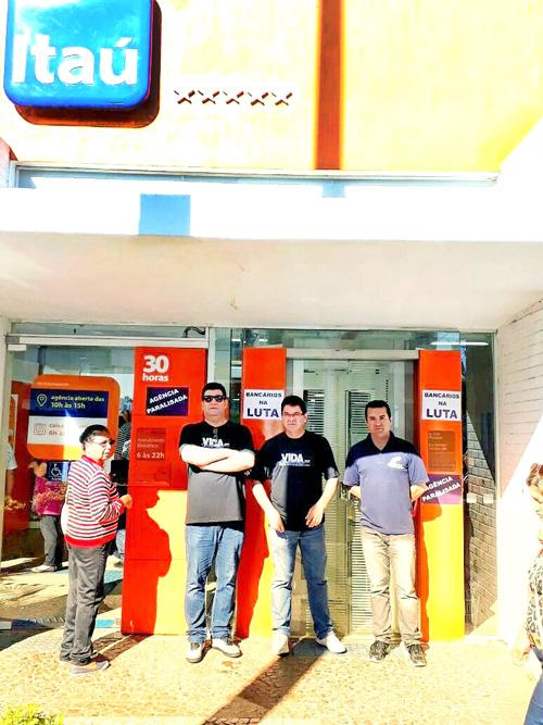 Atividade na agência do Itaú combate a política de retrocesso nos direitos da categoria