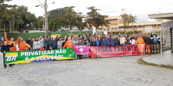 Greve dos petroleiros na Refinaria Presidente Getúlio Vargas, no Paraná, começou forte