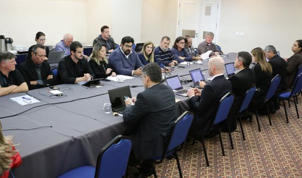 Integrantes da CEE reafirmaram a luta em defesa da Caixa 100% pública e pela manutenção dos direitos atuais dos empregados